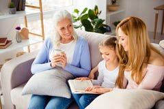 Agrément p de confort de génération d'amitié de condition parentale de relations Photo libre de droits
