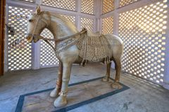 Agra, caballo de mármol en pequeño templo Imagen de archivo libre de regalías