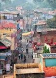 AGRA, INDIA - CIRCA-NOV. 2012: De straten van de Indische stad Aan Stock Foto's