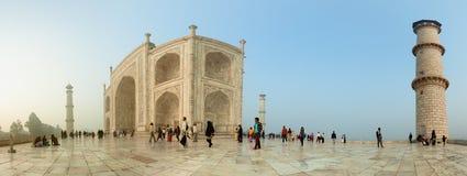 AGRA, INDIA - CIRCA NOVEMBRE 2012: Il territorio di Taj Mahal ONU Immagine Stock Libera da Diritti