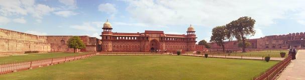 Agra, India, Listopad 18, 2011: Czerwony fort Unesco światowego dziedzictwa miejsce Fotografia Stock