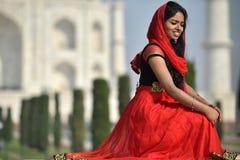 Agra, India, Listopad 29, 2017: Indiański piękna być ubranym tradycyjny odziewa w Agra Zdjęcie Stock