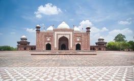 agra india mahal masjidmoské nära taj till Arkivbild