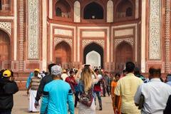 AGRA, INDIA - OKOŁO LISTOPAD 2017: Wielka brama Taj Mahal Fotografia Stock