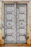 Agra, India. Stary szary drewniany drzwi Zdjęcie Stock