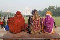 Agra Indien-November 29, 2015: Oidentifierat lokalt folk Royaltyfri Fotografi