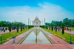 Agra Indien - September 20, 2017: Taj Mahal är envit marmormausoleum på den södra banken av den Yamuna floden Arkivfoton