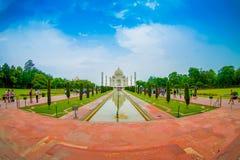 Agra Indien - September 20, 2017: Taj Mahal är envit marmormausoleum på den södra banken av den Yamuna floden Fotografering för Bildbyråer