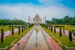 Agra Indien - September 20, 2017: Taj Mahal är envit marmormausoleum på den södra banken av den Yamuna floden Arkivfoto