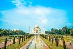 Agra Indien - September 20, 2017: Taj Mahal är envit marmormausoleum på den södra banken av den Yamuna floden Royaltyfria Foton