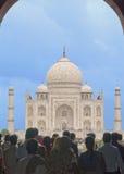 Agra Indien. Taj Majal sikt. Arkivfoton