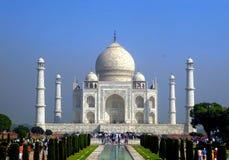 Agra, la India, el 15 de octubre de 2017 - mausoleo de Taj Mahal en estado de Agra, Uttar Pradesh, la India septentrional, sitio  fotos de archivo libres de regalías