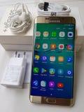 Agradável execute do sinal de adição da borda da galáxia s6 de Samsung por Samsung foto de stock royalty free