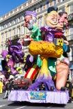 AGRADÁVEL, FRANÇA - 22 DE FEVEREIRO: Carnaval de agradável em Riviera francês O tema para 2015 era rei da música Agradável, Franç Imagens de Stock Royalty Free