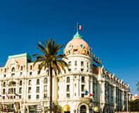 Agradable, Francia - 2019 El hotel Negresco es el hotel de lujo famoso en Promenade des Anglais en Niza imagen de archivo libre de regalías