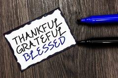 Agradecido agradecido del texto de la escritura de la palabra bendecido Concepto del negocio para negro de la actitud del humor d fotografía de archivo libre de regalías