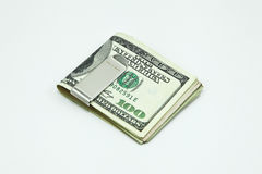 Agrafe argentée d'argent avec des billets de banque de dollar US Photos stock