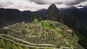 agrafe de pellicule cinématographique de 4k Timelapse de Machu Picchu au Pérou Machu Picchu est une citadelle d'Inca située sur u banque de vidéos