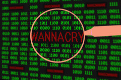 Agrandissement de loupe wannacry en code machine d'ordinateur Photo stock