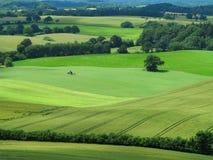 Agrarny krajobraz z ciągnikiem Zdjęcia Royalty Free