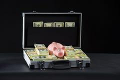 Agregado por completo del dinero. Imagen de archivo libre de regalías