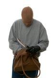 Agresseur recherchant un sac à main. photos stock
