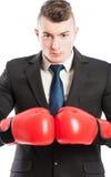 Agressieve en concurrerende bedrijfsmens stock afbeelding