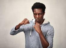 Agressieve zwarte mens Royalty-vrije Stock Foto's