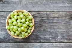 Agrest owoc na drewnianym tle zdjęcie stock
