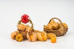 Agresty owocowi w bambusowym koszu Obrazy Royalty Free
