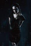 Agresywna kobieta w czerni sukni Zdjęcie Stock