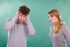 Agresywna kobieta wrzeszczy na mężczyzna Fotografia Royalty Free