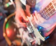 Agresywna sztuki gitara na scenie Zdjęcie Royalty Free