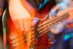 Agresywna sztuki gitara na scenie Zdjęcia Royalty Free