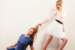 Agresywne szalenie kobiety walczy each inny Obrazy Stock