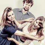 Agresywne szalenie kobiety walczy nad mężczyzna Obraz Stock