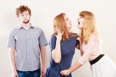 Agresywne szalenie kobiety walczy nad mężczyzna Zdjęcie Stock