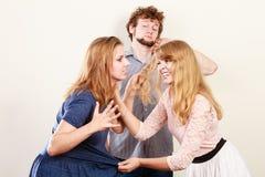Agresywne szalenie kobiety walczy nad mężczyzna Zdjęcia Stock