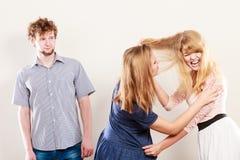 Agresywne szalenie kobiety walczy nad mężczyzna Zdjęcia Royalty Free