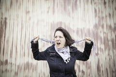 Agresywni kobieta wrzaski Zdjęcie Royalty Free