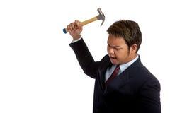 Agresywny Azjatycki biznesmen wokoło uderzenie z młotem Fotografia Royalty Free