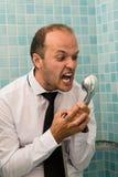 Agresywny biznesowy mężczyzna krzyczy w prysznic Obraz Stock