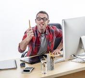 Agresywny biznesowy mężczyzna zagraża pióro wyraża złość i wskazuje Zdjęcia Stock