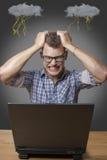 Agresywny chłopiec obsiadanie przy komputerem Fotografia Royalty Free