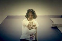Agresywny dziewczyna poncz Fotografia Stock