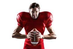 Agresywny futbolu amerykańskiego gracz w czerwonej dżersejowej mienie piłce Zdjęcie Royalty Free