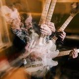 Agresywny gitarzysty portret w dwoistym ujawnieniu Zdjęcia Royalty Free