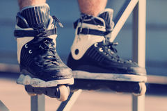 Agresywny inline rollerblading w skatepark Obraz Royalty Free