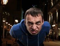 Agresywny mężczyzna w mieście Zdjęcia Royalty Free