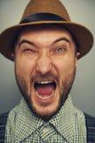 Agresywny mężczyzna w słomianym kapeluszu Obrazy Royalty Free